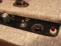 Vox AC15 Model AC1 TV Front mid-eind 1959, met first circuit, mains swotch, pill voltage slector en pilot lamp. Originele Cream w diamonds covering vervangen door moderne Fawn tolex. Black knobs niet origineel.