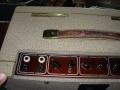 Vox AC15 Split- front Fawn 1961, lederen handle, brass vents. Red panel links.