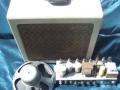 Vox AC15 TV Front Cream begin 1959, plastic handle. Eerste chassis 1959, gelijkrichter 5Z4, 2xECC83, 2xEL84, Vibravox circuit met 2xECC83 en ECC82.