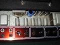Vox AC15 Twin Red panel, derde chassis met 8 buizen en 6 knoppen eind 1960. Met gelijrichter EZ81, EF86, 3xECC83, ECC82, 2XEL84. Vibratocircuit geintegreerd.