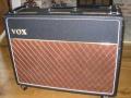 Vox AC15 Twin voorjaar 1964, Basket weave rexine, Red panel, Brass vents, SBU handles, front.