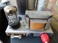 Vox AC30 1960 single speaker vloerchassis met zicht op choke en GZ34 gelijkrichter.