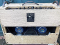 Vox AC30-4 Normal Fawn, Black Panel 1961, 3 lederen handvaten, brass vents, no corners, back met 2 x 12 inch Blue Celestions T.530 speakers.