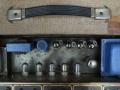 Vox AC30-4 black panel 1960-1961, Fawn, chassis met Radio Spares output trafo en choke. Plastic strap moet origineel van leder zijn.