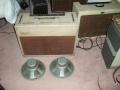 Vox AC30-4 1962 Red panel, Fawn, brass vents, lederen strap handles, 2x12 inch Grey Goodmans Economax alnico speakers 15 ohm. Links de Vox AC30-4 Twin TV Front medio 1960.
