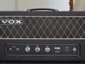 De eigen Birch-Stolec ontwikkeling Vox V100 1970-1973. Opvolger van de JMI Vox AC100. Vermogen 100w RMS 4, El34 eindbuizen en in de preamp slechts 2 ECC83. Nog gemaakt in de Vox Erith fabriek van VSEL.