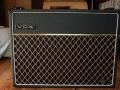 Vox AC30 TB Rev Stolec model 1970, front, Charcoal Rexine covering, USA style logo en TB 30 Reverb badge.
