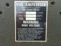 Vox AC30 Dallas typeplaatje 1975 nov VSLimited. In de achterwand zijn vanwege het hogere 40 watt vermogen later extra ventilatiegaten bijgeboord.