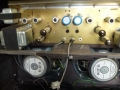 Vox AC120 met 100 watt RMS vermogen middels 4 EL34 buizen en heavy duty Celestion G12T-75 speakers. Een kanjer die alles aankan.
