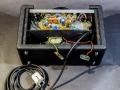 Binnenwerk Vox Escort Battery, in Dallas uitvoering 1974-1979. Greypanel loopt door in achterwand.