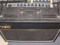 Vox AC30 uit CBS-Arbiter/Dallas tijdvak. De heeft weer een UK logo, double vents, geen GZ34 maar diode, metal switch, weer tagstrips, pointers knoppen, Blue VSL speakers en een Euro Voltage selector. Door toepassing diode gelijkrichter steeg het vermogen naar rond de 40 watt RMS.