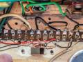 Vox Short Tom CO2  Soldeerstrip onder kleine Chrome koppenplaat.