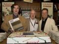 """Van links naar rechts Jim Elyea schrijver, Derek Underdown Chief-engineer JMI en Richard Atkins uitgever bij de presentatie van het boek """" Vox Amplifiers The JMI Years"""""""