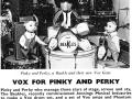 Pinky en Perky show The Beakles met geautoriseerde Vox miniatuurset Vox versterkers, Phantom Guitars en Drumkit.