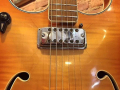 V215 Vox Challenger 1964-1966 2 pickups, fabrikaat Crucianelli Italy, detail instelbare pickup.