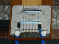 Hawaiin Steel Guitar 1964,  mahogany body , 6 snaren, 1 Vox pickup , controls, bridge met Vox V1 pickup.