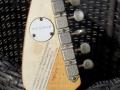Phantom Mark III Teardrop 1964 White (UK model Brian Jones Rolling Stones), headstock back met ingeslagen serienummer en rond England label op USA exportgitaren.