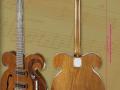 Kensington , door John Lennon en George Harrison bespeelde Beatles gitaar. Bij Julien's Auctions in New York in mei 2013 onder de hamer voor $ 408.000.