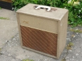 Vox AC2 JMI eind 1962, small cabinet Fawn, Sideways brown grillcloth, White plastic handle. Geen vents. 2 Channels, 2 inputs.