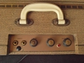 Vox AC4 JMI eind 1962, Champagne control panel, 2 channels-2 inputs, Round black Ribbed Gold insert controls. Brass vents, White plastic handle. Geen voltageselector.