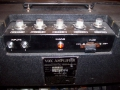 1966- Vox 705 top-back-typeplaatje, 1 kanaal, 2 inputs, controls volume , treble , bass, vibrato.