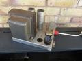 Haddon Mainstrafo op vloer chassis AC30 Single speaker 1960. Rechts GZ34 gelijkrichter en Radio Spares Choke.