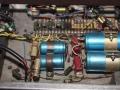 Woden T60 chassis (links liggende) Mainstrafo 67732 en (stand-up) Impedance Matching Transformer 67742 JV rechts onder.