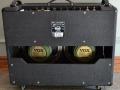 Back Korg Marshall Standaard AC30 TB 2003. Red panel, GZ34 gelijkrichtbuis. TBX heeft blue alnico speakers, TB heeft Greenback speakers.