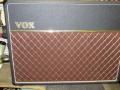 Vox AC30 TB 1991-1993. De laatste standaard serie voor Rose Morris geproduceerd bij Precision Electronics. Combo en head versies in Fawn en black. PC board en diode gelijkrichter, Standaard Celestion G12M Greenback speakers. De TBR serie van 500 stuks is een officiele Limited Edition.