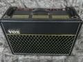 Front Black Vox Limited Edition TBR 1991 33 watt RMS met Accutronics Spring Reverb. Ter gelegenheid van de 30th Anniversary. Oorspronkelijke JMI circuit uitvoering. Met ondersteuning van Dick Denney in nieuw jasje geproduceerd bij Precision Electronics.