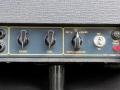 Vox Escort Battery in Rose Morris uitvoering 1979-1983. Dark grey panel met gouden belijning. Normal en Brilliant Channel, Volume en tooncontrol. Supply selector Battery/Off/Mains.