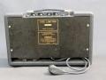 Achterzijde Vox Super Twin Solid State, vaste mains power. Geen batterijvoeding, zou te snel leeg raken.