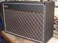 De Vox V15 combo was de beoogde Rose Morris vervanger voor de AC15 van JMI. Vermogen 15 watt Rms, middels 2 EL84 eindbuizen, in de preamp een ECC81 plus 2*ECC83. 2 kanalen Brilliant en Normal, Master en volumecontrol. Toonregeling Treble, Middle, Bass. Aanvankelijk veelbelovend maar door layout problemen en vlakke toon, maakte hij niet de karakteristieke Vox sound van weleer. Geproduceerd bij Dallas van 1981-1983.