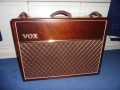 Front Vox Limited Edition Collector 1991 in luxe mahogany uitvoering. Geproduceerd bij Precision Electronics.