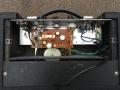 Binnenwerk Vox Escort Battery in Rose Morris uitvoering 1979-1983. Greypanel loopt niet door in achterwand.