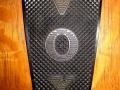 Vertical molded plastic motif MkIIIb, gebruikt op speakercabinets Foundation, LS40, Leightweight30, AC100.