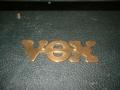 Vox ongebruikelijk Brass logo.
