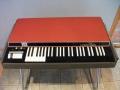 """Het Vox Corinthian orgel 1969, een van de weinige """"nieuwe producten"""" in de VSEL periode. In licentie geproduceerd bij EME in Italie, met omgekeerde zwart wit toetsen. Afgeleid van Vox Jaguar V304."""