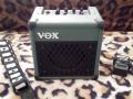 2006-2010 Vox DA5 5 watt RMS met plated steel grill in vele kleuren, met draagband en power supply.