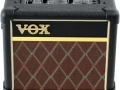 2011- Vox Mini3-G2-CL Classic battery modeling amp 3 watt RMS, TV front diamond grillcloth. 11 Ook als Mini3-G2 in black, green of ivory uitvoering met black grillcloth.