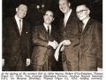 Contractondertekening met Thomas Organ Comp 1964 USA. Van links naar rechts: Murray Fiebert (Thomas), Tom Jennings (JMI), Joe Benaron (Thomas), Cyril Windiate (JMI)
