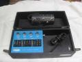 Vox Ampliphonic Stereo Multivoice 95-910311, doet 1 muzikant klinken als complete sectie. Geschikt voor blaasinstrumenten en gitaar, 4 button footswitch 6 pins.