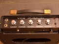 1965- Vox Pathfinder V1 buizen, 1 kanaal, 2 inputs. Controls volume, treble, bas, termolo speed-depth, ovale opening.