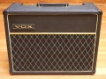 1966- Vox Cambridge Reverb V1031 US Solid State 18 watt RMS, Spaanplaat Cabinet in levant grain vinyl.