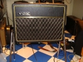 1966- Vox Cambridge Reverb V1031 US Solid State 18 watt RMS op stand. Spaanplaat Cabinet in levant grain vinyl.