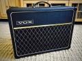 1967- Vox Cambridge Reverb V1032 Solid State 18 watt RMS met E tuner. Spaanplaat Cabinet in levant grain vinyl.