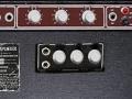 Back Vox LW30 SS. Zwak circuit verwant met T60 design van Les Hill. Red panel 1 kanaal highlow en zwart tweede rear vibrato kanaal highlow back. Origineel horen er Duralumin knoppen op.