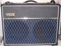 2001-2003 Valvetronix AD120VT, half open MDF cabinet met 2 vents en 2x Vox 7080 speaker 12 inch.