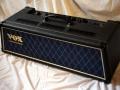 2002-2006 Vox AD120VTH Slant head (2x60 watt) 3 vents, front optisch gelijk aan AD60VTH (1x60 watt).