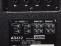 2002-2006 Vox typeplaatje AD412 (USA) plywood cabinet waarin 2 Neodog 80 watt 12 inch speakers met lichtgewicht neodymium magneet.